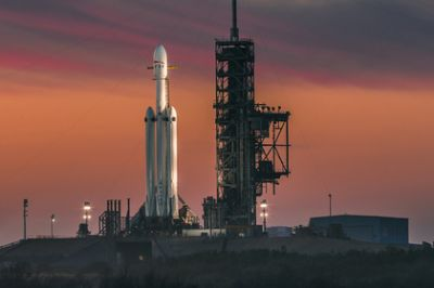 NASA will entrust Falcon Heavy to deliver people to the moon