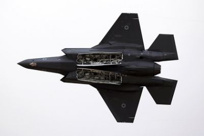 "F-35 pretend to be ""aggressive"" J-20 and Su-57"