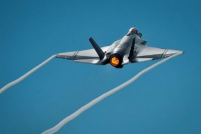 F-35C supersonic collapses and becomes noticeable