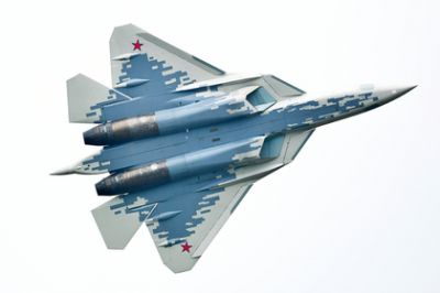 Disclosed is the method of Su-57 to avoid hitting F-22 and F-35